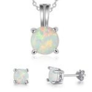 """Jewelry - 17"""" 925 STERLING SILVER CHAIN ~ 3 WHITE FIRE OPAL"""